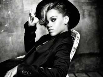 Rihanna_2012_black n white