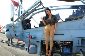 23A38F3D00000578-2856317-Weapon_of_mass_distraction_Kim_Kardashian_reveals_her_booty_ful_-44_1417464091438